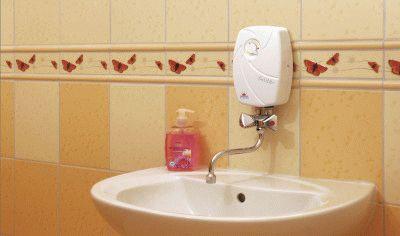 Удобный водонагреватель над раковиной