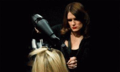 Професиональная сушка волос феном и щеткой