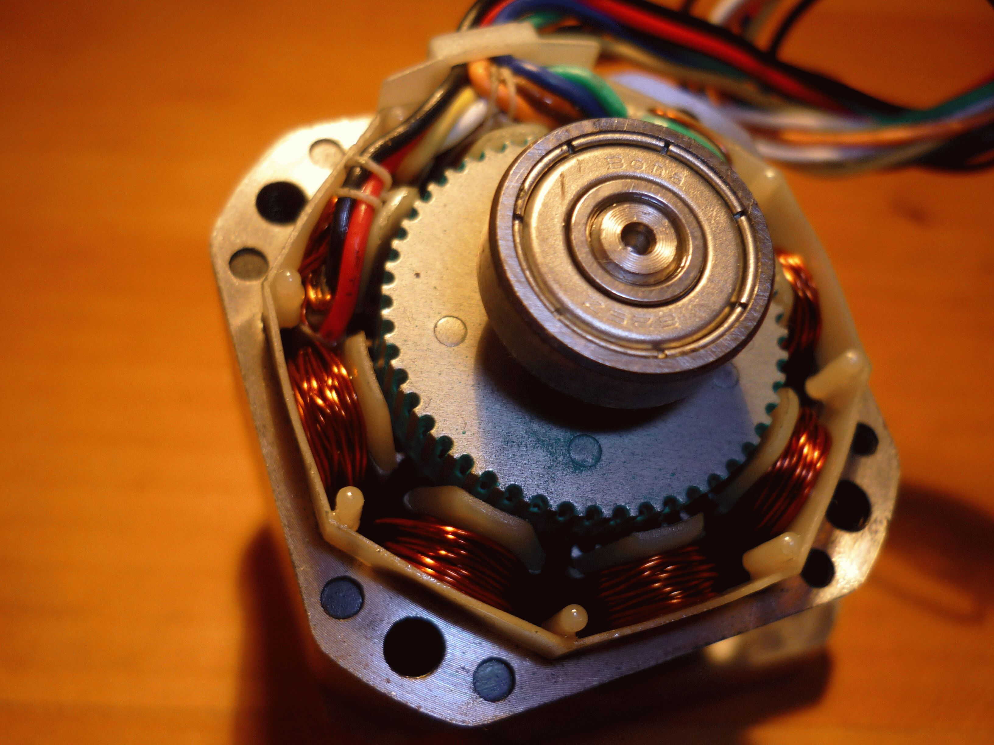 Шаговый двигатель в сервоприводах