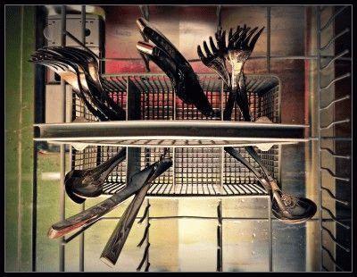 Столовые приборы в посудомоечной машине