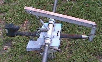 Поворотное устройство спутниковой антенны