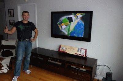Установленный монитор ТВ