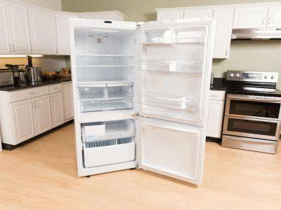 Холодильник открывается слева направо