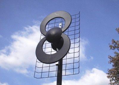 Антенна принимает сигнал для телевещания
