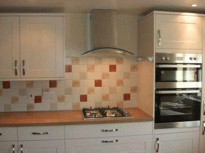 Расстояние между кухонной панелью и вытяжкой