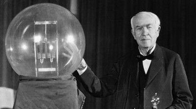 Эдисон со своим изобретением
