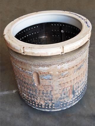 Барабан стиральной машины в накипи