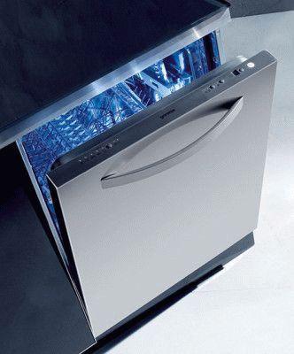 Современная узкая посудомоечная машина