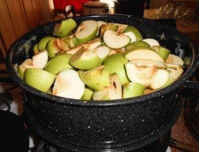 Подготовленные яблоки для обработки