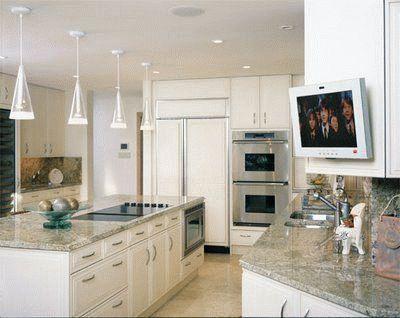 Небольшая диагональ ТВ на кухне