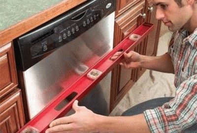 Выравнивание посудомоечной машины по уровню